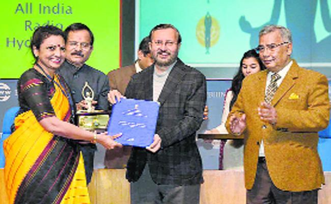 Yoga Diwas Media Awards Presented To 30 Media Houses For Promoting Yoga - Sakshi
