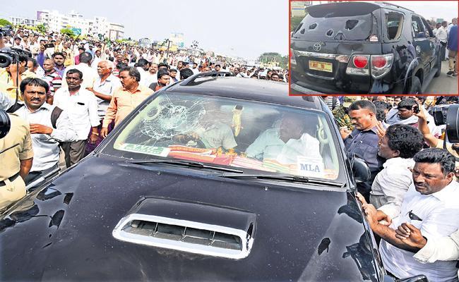 Assassination attempt on Government Whip Pinnelli Ramakrishna Reddy - Sakshi