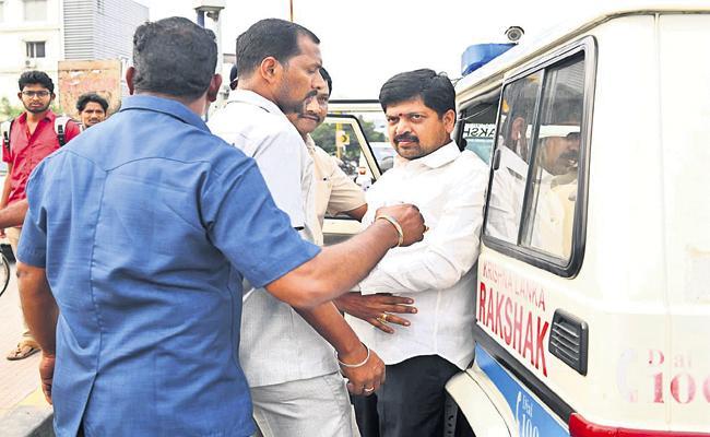 TDP Leaders Over Action At Benz Circle - Sakshi