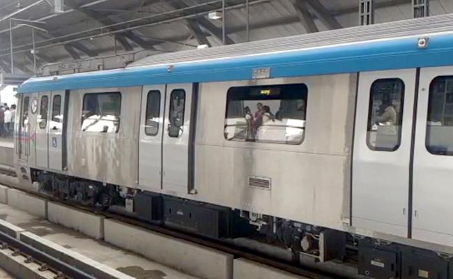 Ameerpet Rayadurg Route Metro Train Stops Due To Technical Issues - Sakshi