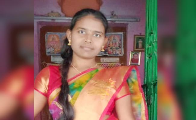 married Woman Commits Suicide in Prakasam - Sakshi