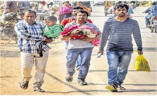 Difficulties of poor family for Funerals - Sakshi