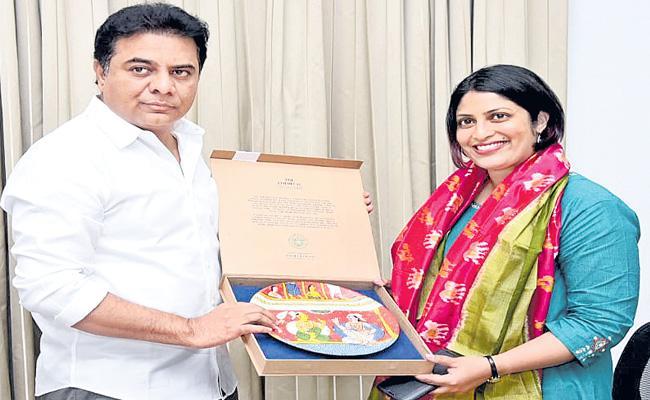 Priyanka Radhakrishnan Meets In Pragathi Bhavan - Sakshi