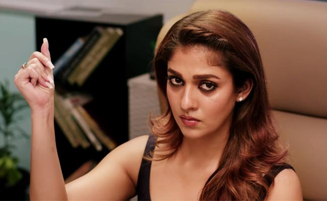 South Indian Actress Nayanthara In another Controversy - Sakshi