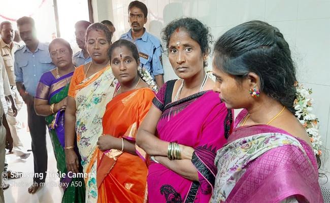Women Thief Arrested in Srikalahasteeswara Temple - Sakshi