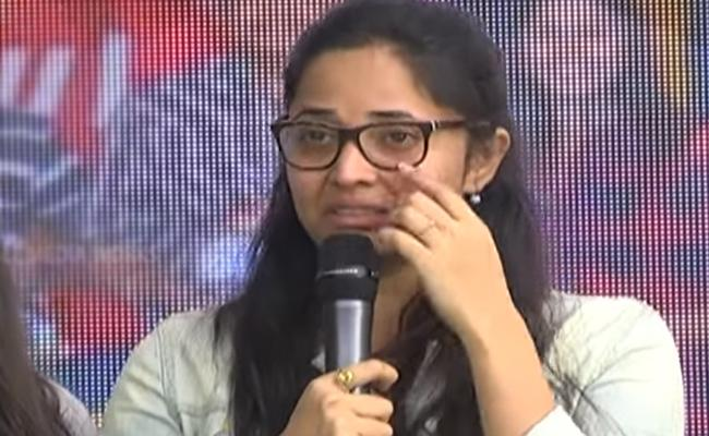 Anchor anasuya Complaint To Police Against Abusive Comments On Social Media - Sakshi