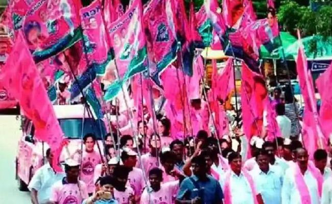 TRS Leaders Waiting For The Nominated Posts In Telangana - Sakshi