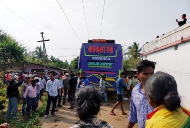 11 dead and 34 injured after bus catches fire in Odisha - Sakshi