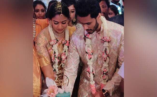 HD Kumara Swamys Son Nikhil Engaged Congress Leaders Grand Niece - Sakshi