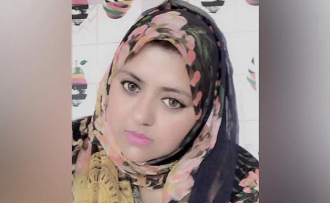 CAA Protests BJP MP Says Munawwar Rana Daughter Free To Go To Pak - Sakshi