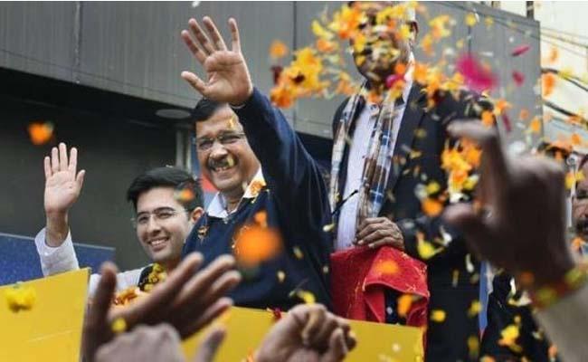 Twitter in love with Aam Aadmi Party Mini Mufflerman - Sakshi