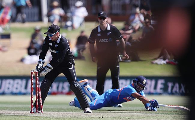 India Vs New Zealand 3rd ODI Prithvi Shaw Run Out - Sakshi