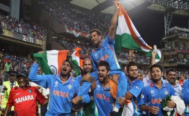 Yuvraj Asking Vote For Sachin For Laureus Sporting Moment of 2000 To 2020 - Sakshi