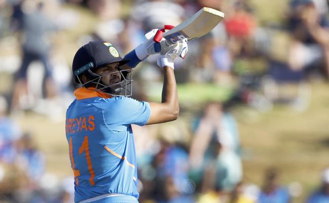 India Vs New Zealand 3rd ODI Shreyas Iyer Clinch A Record - Sakshi