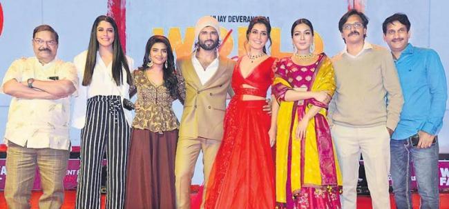 Vijay Devarakonda Mass Speech At World Famous Lover Pre Release Event - Sakshi