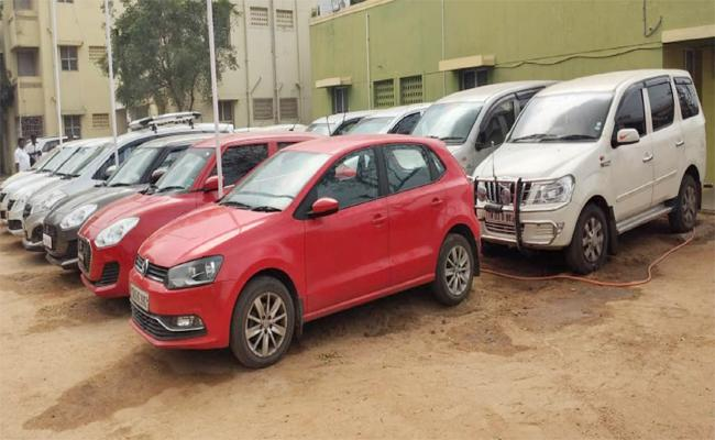 Cars Robbery Gang Arrest in Tamil nadu - Sakshi