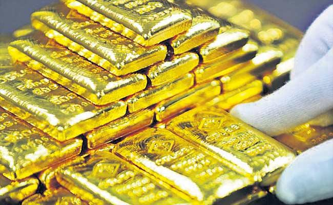 Police Held 4 Women On Gold Smuggling And Seized 2.5 Kgs Gold In Shamshabad Airport - Sakshi