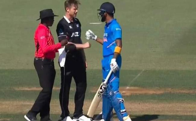IND VS NZ 3rd ODI: Neesham's Shares Funny Picture With KL Rahul - Sakshi