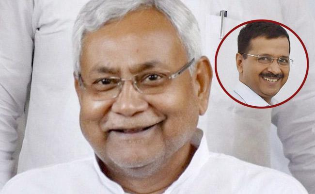 Nitish Kumars 3 Word Reaction To Arvind Kejriwals Victory - Sakshi