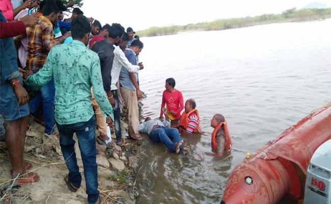 Wife And Lover Suicide Attempt Husband Died in Prakasam - Sakshi