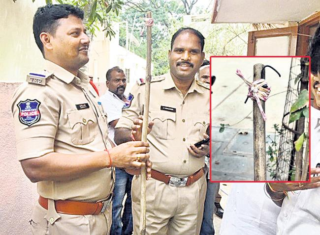 Thief Steal Handbag With Stick From House in Mayapur - Sakshi