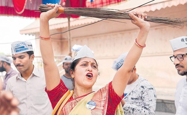 Political Journey Of Aam Aadmi Party In Delhi - Sakshi