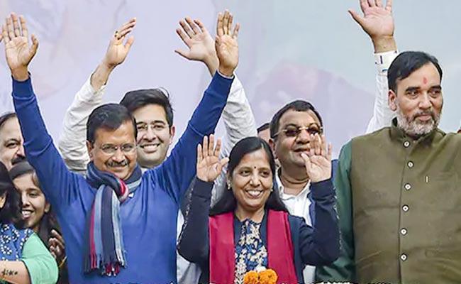 Sources Says No Changes In Arvind Kejriwal New Cabinet - Sakshi
