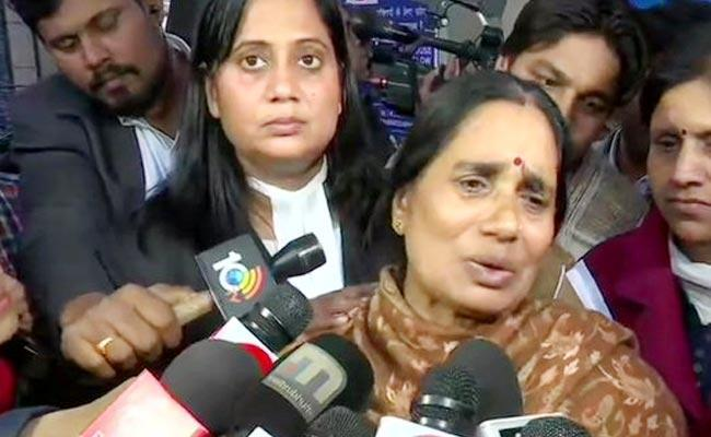 Nirbhaya Mother Breaks Down In Court Over Convict  Says He Has No Legal Aid - Sakshi