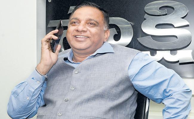 Sakshi Celebration Offer Srinivas Reddy Wins Half Kg Gold
