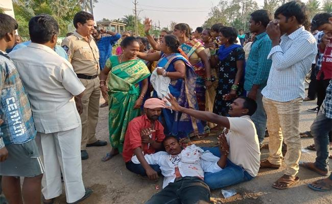 People Started Fighting In Marraige About Chicken Curry In Srikakulam - Sakshi