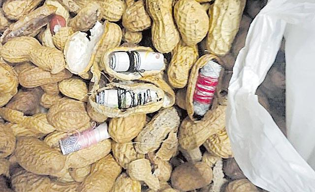 CISF Seizes Rs 45 Lakh in Foreign Currency from Meatballs And Peanuts - Sakshi