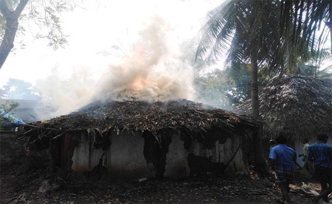 Fire Accident: 5 Hurts Burnt In East Godavari - Sakshi