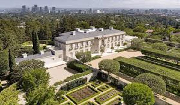 Jeff Bezos Sets Record With Beverly Hills Home Purchase - Sakshi