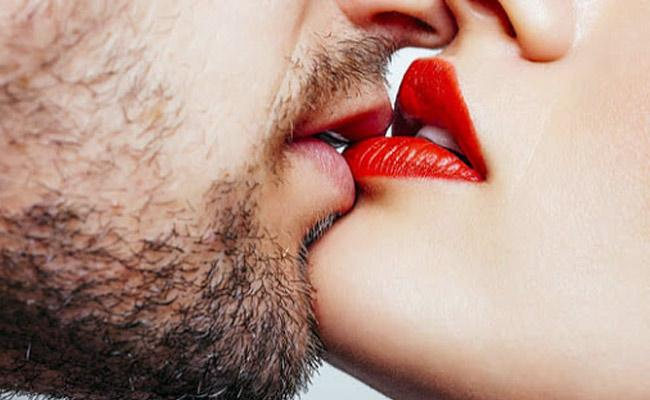 Kiss Day 2020: Types of Kisses, Benefits of Kissing in Telugu - Sakshi
