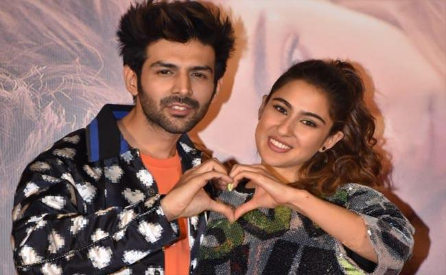 Censor Board Cuts Sara Ali Khan And Kartik Aaryan Kissing Scenes In Love Aaj Kal - Sakshi