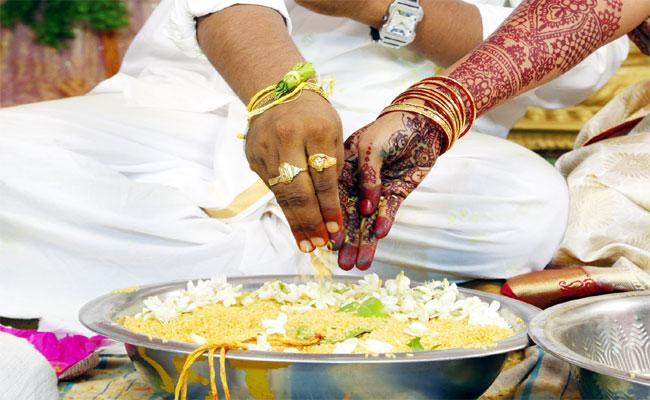 Huge Marriages On Valentine's Day In Krishna District - Sakshi