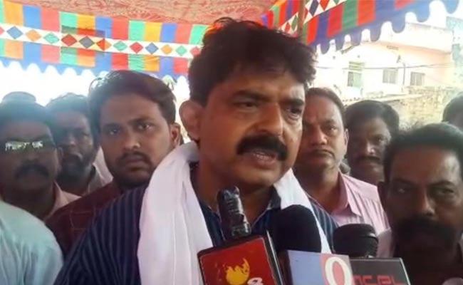 Perni Nani Slams Chandrababu Over IT Raids On His former PS - Sakshi
