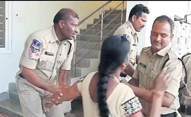 Married Man Illegal Affair With Women In Rangareddy - Sakshi