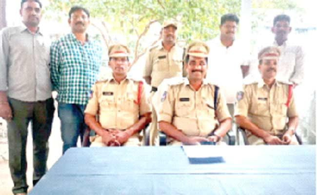 Person Murder Mystery  Enquired By Police In Nalgonda - Sakshi