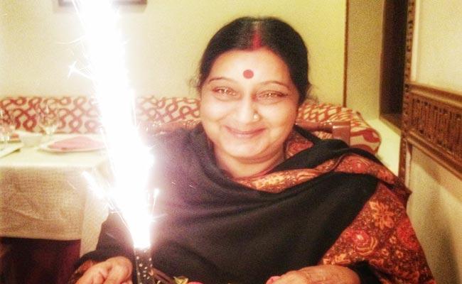 Sushma Swaraj Birth Anniversary Her Husband And Daughter Warm Message - Sakshi