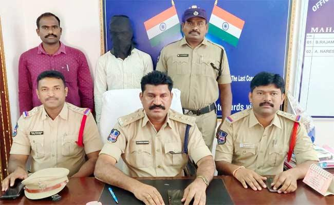 Man Arrested For Mole Station In Warangal - Sakshi