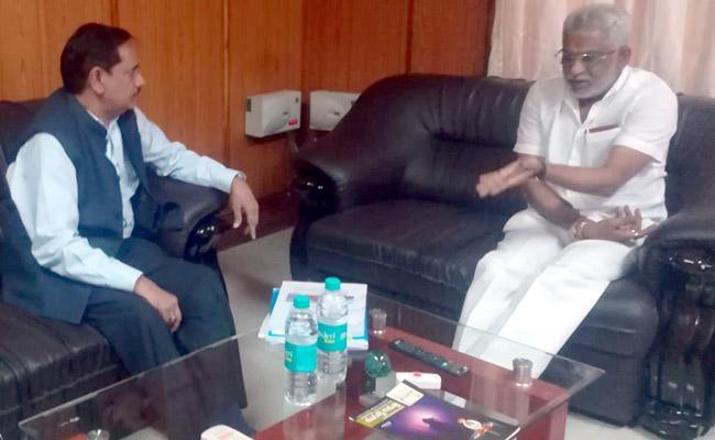 Hyderabad Metro Rail MD NVS Reddy Meets TTD Chairman YV Subba Reddy - Sakshi