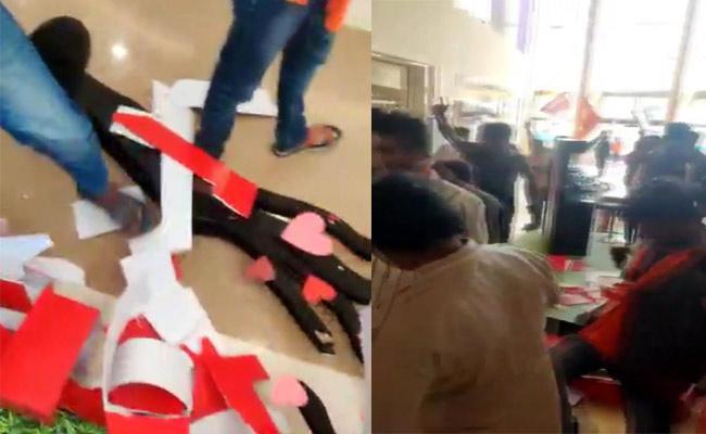 Bajrang Dal Activists Stops Valentines Day Celebrations In Hyderabad - Sakshi