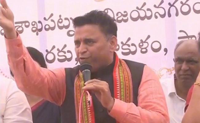 BJP Leader Sunil Deodhar Critics Chandrababu And TDP Co - Sakshi