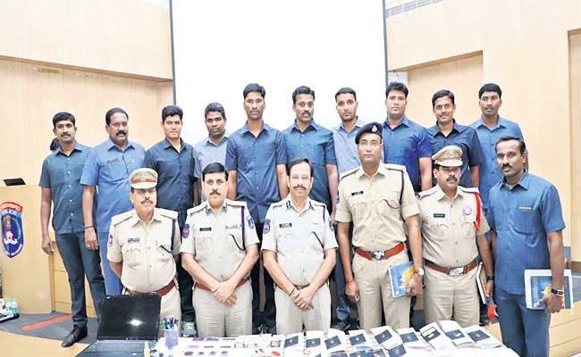 Fake Visas Giving Gang Arrested In Hyderabad  - Sakshi