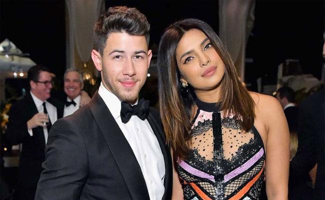 Nick Jonas And Priyanka Chopra Dance On Valentines Day - Sakshi