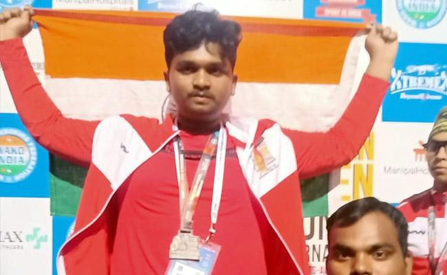 Hyderabads Manoj Clinches Silver Medal In International Boxing Tournament - Sakshi