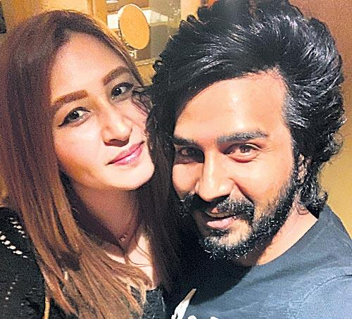 Jwala Gutta And Vishnu Vishal romantic photo turns viral - Sakshi