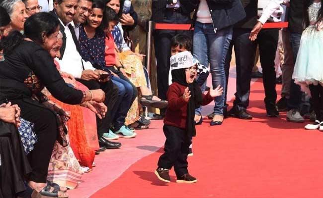Little Mufflerman Wins Hearts At Kejriwal swearing In Ceremony - Sakshi