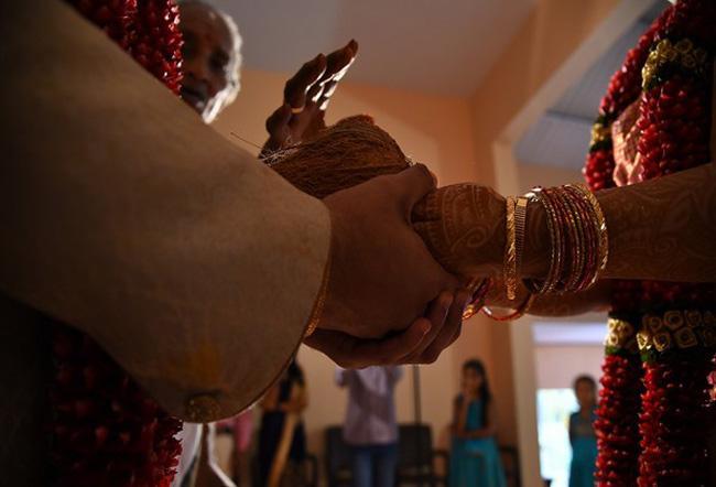 Muslim Couple Conducts Wedding of Adopted Hindu Girl in Hindu Temple - Sakshi